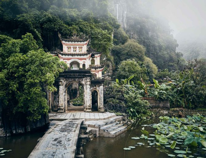 old-temple-in-the-middle-of-vietnamese-nature-Y2NZMJ3