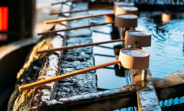 water-pond-in-hokkaido-shrine-temple-for-cleaning--SMHT62D