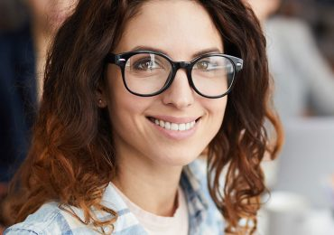 smiling-woman-in-business-meeting-8XM8MQA