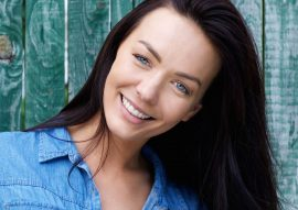 smiling-brunette-woman-with-blue-shirt-PDNUEG4