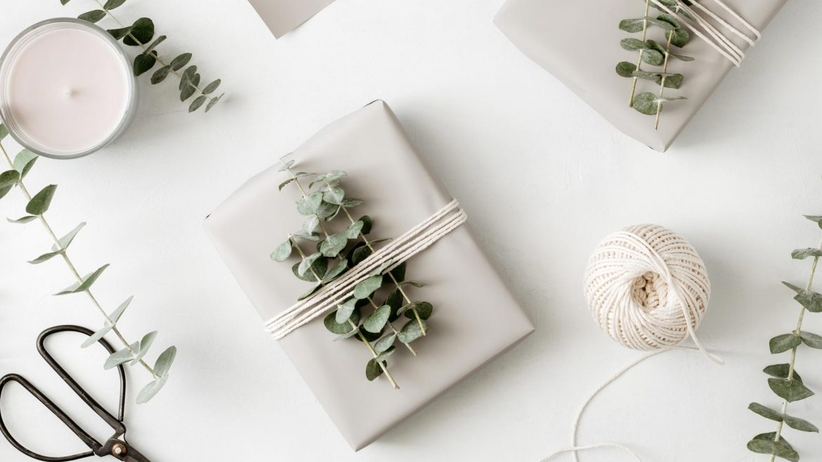gift-box-with-minimalist-style-wrapping-design-BXDSNMH